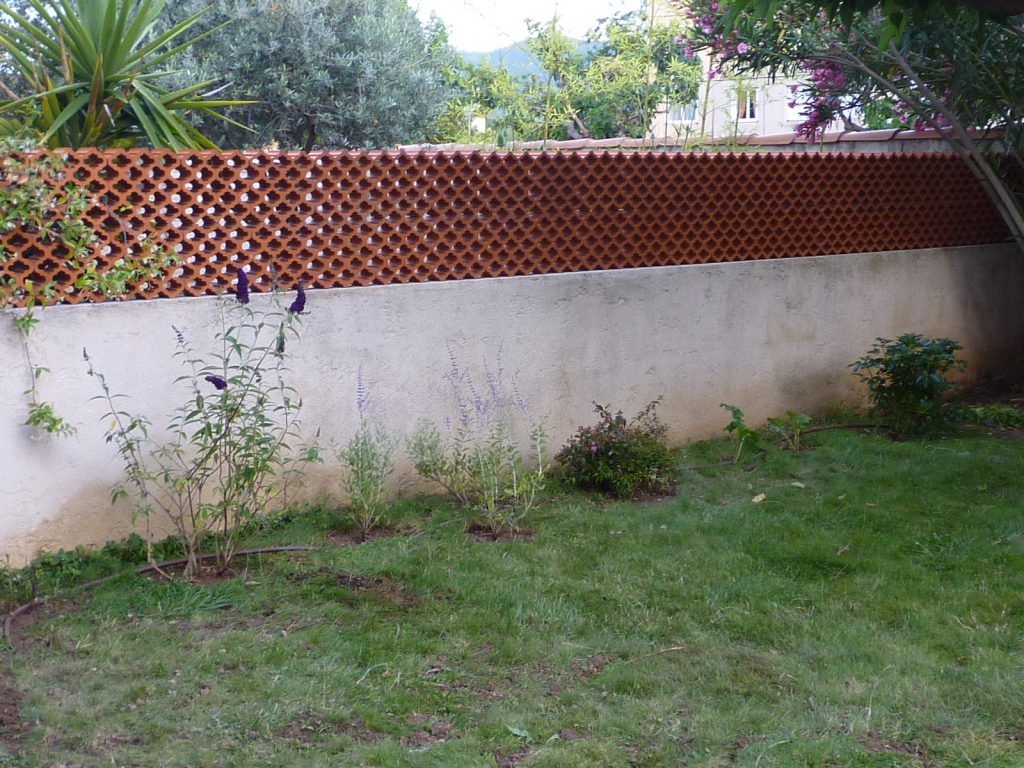 Lovely mur de separation entre voisin 6 separation for Mur de separation terrasse